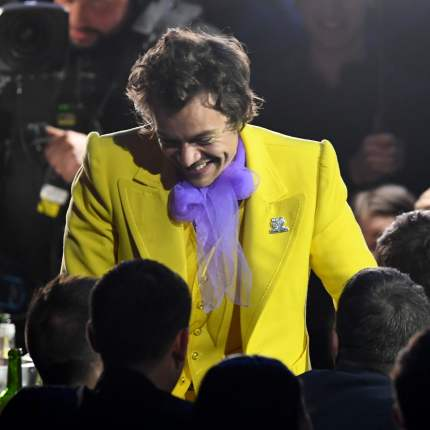 harry-styles-yellow-suit-brit-awards-2020